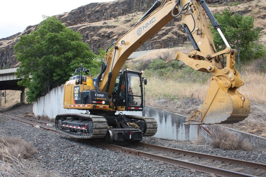 CAT 320 Hi-Rail Excavator